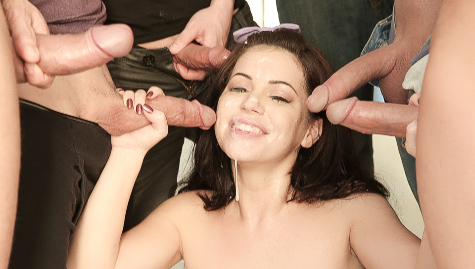 Bella star gets naked and plays 7